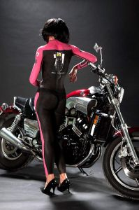 bodypainting_03_human-leather-motorcycle-suit-bikers-donutella