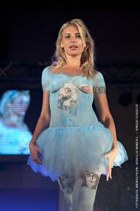 bodypainting_06_italian-body-painting-festival-show-alice-in-wonderland-bianca