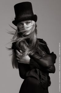 fashion-and-glamour_02_makeup-for-black-and-white-fashion-editorial-sophia