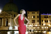 fashion-and-glamour_15_midnight-gown-makeup-street-fashion-italy-canalgrande-venezia-donutella
