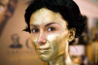bodypainting_01_bright-golden-body-painting-for-hostess-italian-event-vinitaly