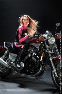 bodypainting_04_tuta-da-moto-per-calendario-bikers-modella-donutella